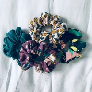 Accessories - 4 pack knit scrunchies
